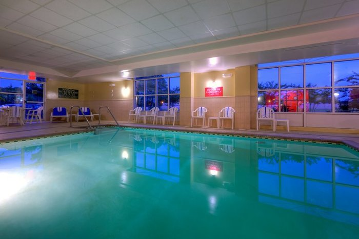 Profile Photos of Country Inn & Suites by Radisson, Petersburg, VA 130 Wagner Road - Photo 9 of 10