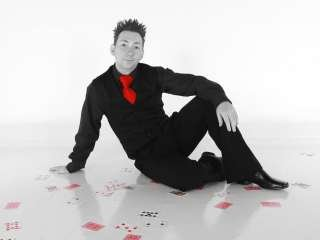 Jason Thomas - Award Winning Close Up Magician & Mind Reader