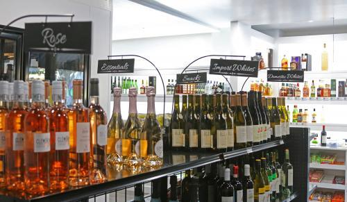Profile Photos of Juicefly Wine & Spirits | Alcohol Delivery 10725 Jefferson Blvd - Photo 3 of 4