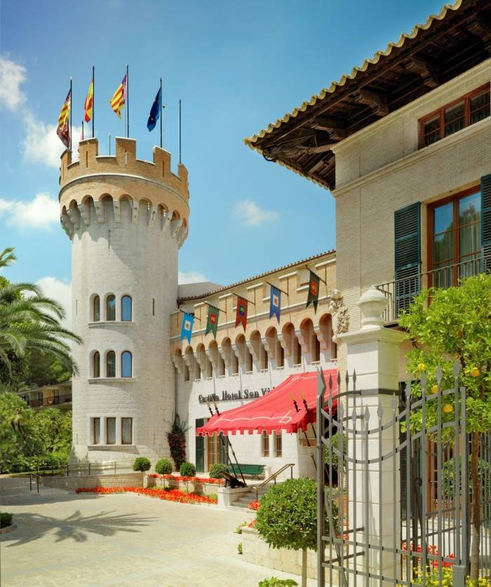 Behind the front of this castle you will find an exceptional house with character, charm and ambience.<br />  Profile Photos of Castillo Hotel Son Vida C/Raixa 2, Urbanization Son Vida - Photo 24 of 25