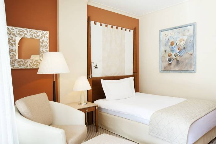The Deluxe Single Room guarantees an exclusive ambience and utter privacy. Profile Photos of The St. Regis Mardavall Mallorca Resort Passeig Calvia s/n - Photo 14 of 27