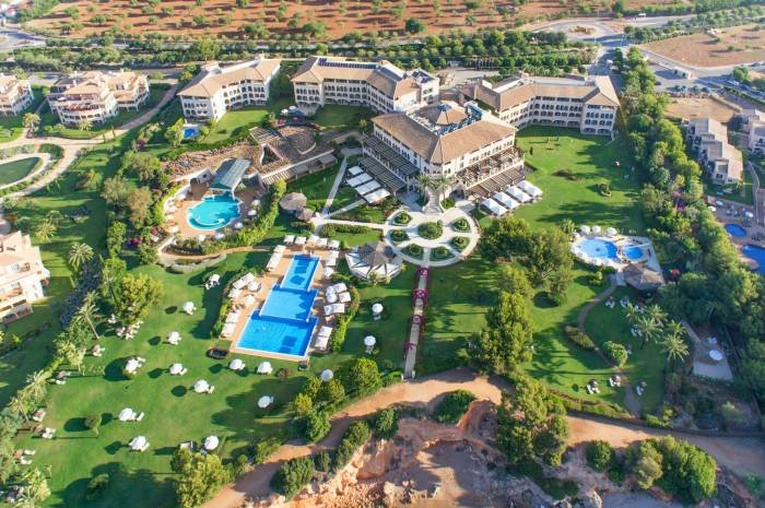 Land in the St. Regis Mardavall Mallorca Resort, where you can admire the grand architecture, majestic beauty and the outstanding elegance. Profile Photos of The St. Regis Mardavall Mallorca Resort Passeig Calvia s/n - Photo 17 of 27