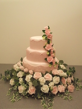 rose waterfall in pink wedding cake