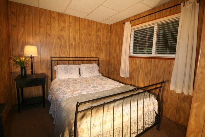 Profile Photos of Fun Cabin Rentals 22743 Bret Harte DR - Photo 4 of 5