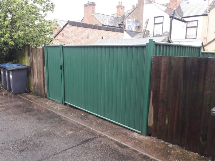 Green ColourFence ColourFence Examples of ColourFence Garden Fencing - Harborough 10 Station St, - Photo 2 of 7