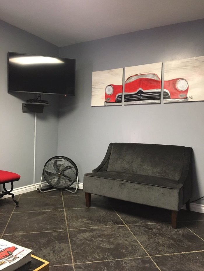 Beautifully Designed Waiting & Lounge Area for all the customers at Proshop Automotive, Colton, CA Auto Repair Shop Photos Tour of Proshop Automotive 1441 North La Cadena Drive - Photo 6 of 6