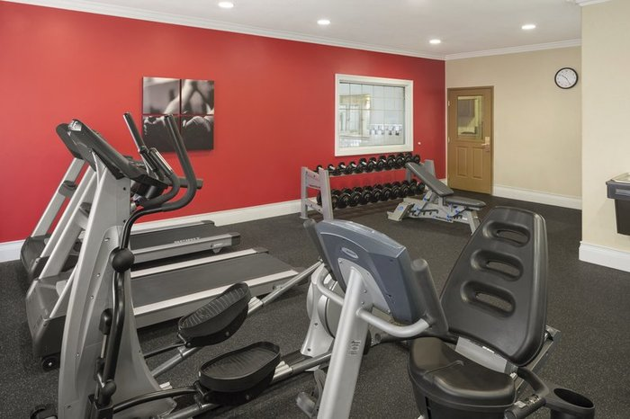 New Album of Country Inn & Suites by Radisson, Bloomington-Normal Airport, IL 2403 E Empire St - Photo 5 of 10