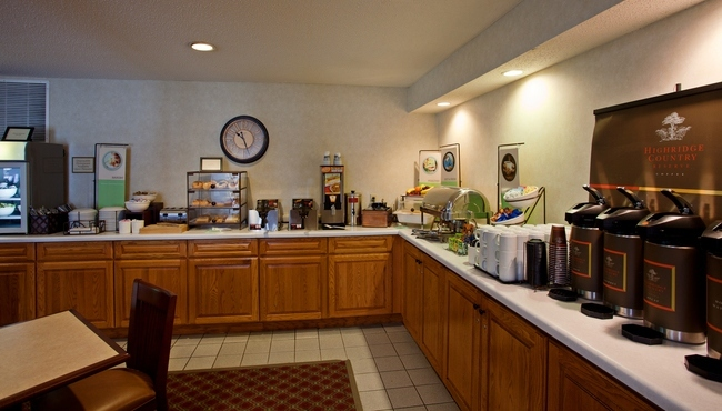 New Album of Country Inn & Suites by Radisson, Buffalo, MN 1002 Highway 55 East - Photo 1 of 5