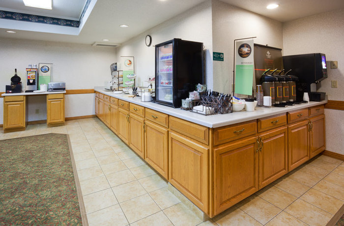 Profile Photos of Country Inn & Suites By Radisson, Detroit Lakes, MN 1330 Highway 10 East - Photo 3 of 10