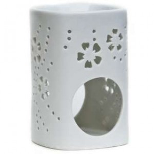 White China oil burner, Chery Lin Skin Therapy, Tetbury
