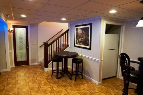 Profile Photos of Ryann Reed Design Build 2568 West Maple Ave - Photo 3 of 4