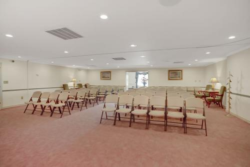 Profile Photos of Bruzdzinski Funeral Home, P.A. 1407 Old Eastern Ave - Photo 2 of 4