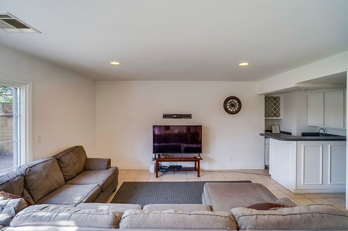 Profile Photos of Design for Recovery - Los Angeles Sober Living 11960 Modjeska Place - Photo 5 of 8
